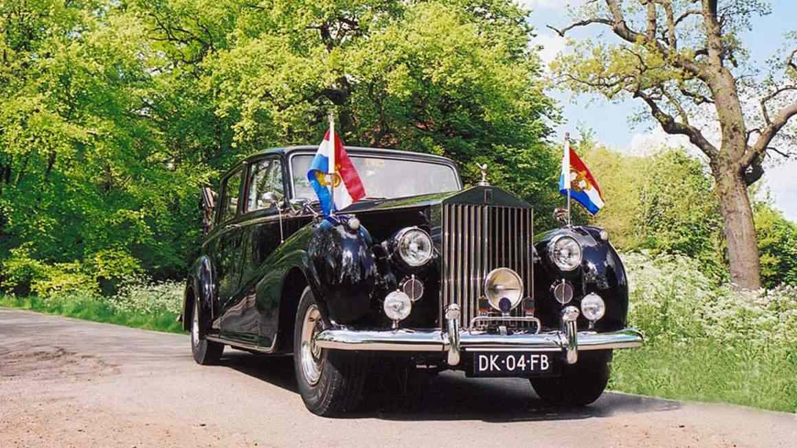 Rolls-Royce-Silver-Wraith