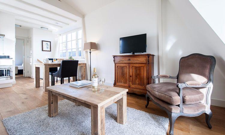 Laurier Apartment