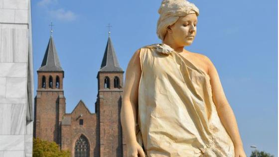 arhnem-festival-zhivyh-statuj