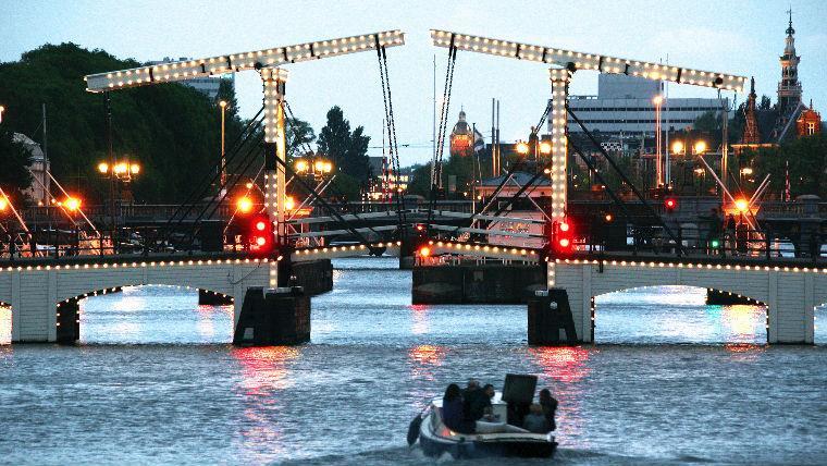 круиз на кораблике по каналам Амстердама