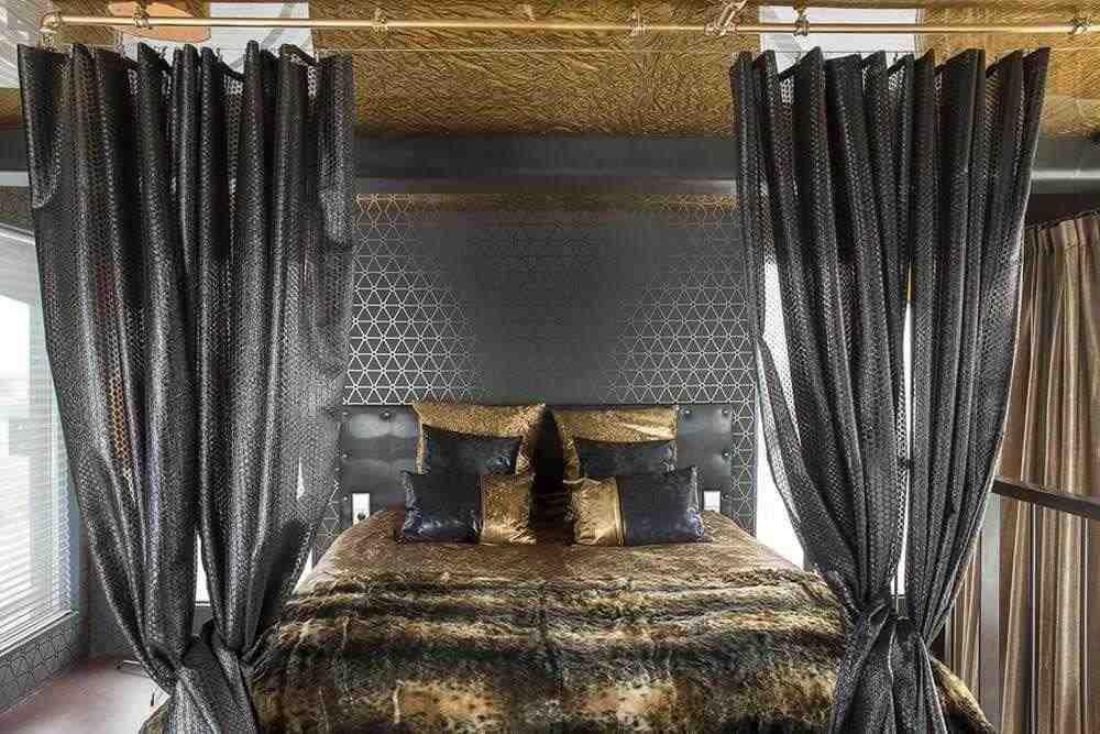 Faralda Kraanhotel , отель в подъемном кране (Амстердам)