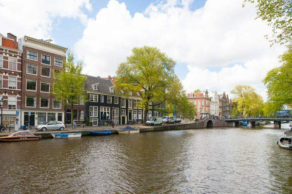 canal-center-apartment-amsterdam