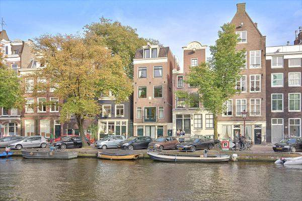 canal-view-apartment-amsterdam