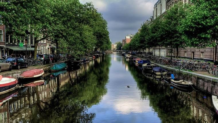 гид на кораблике Амстердам