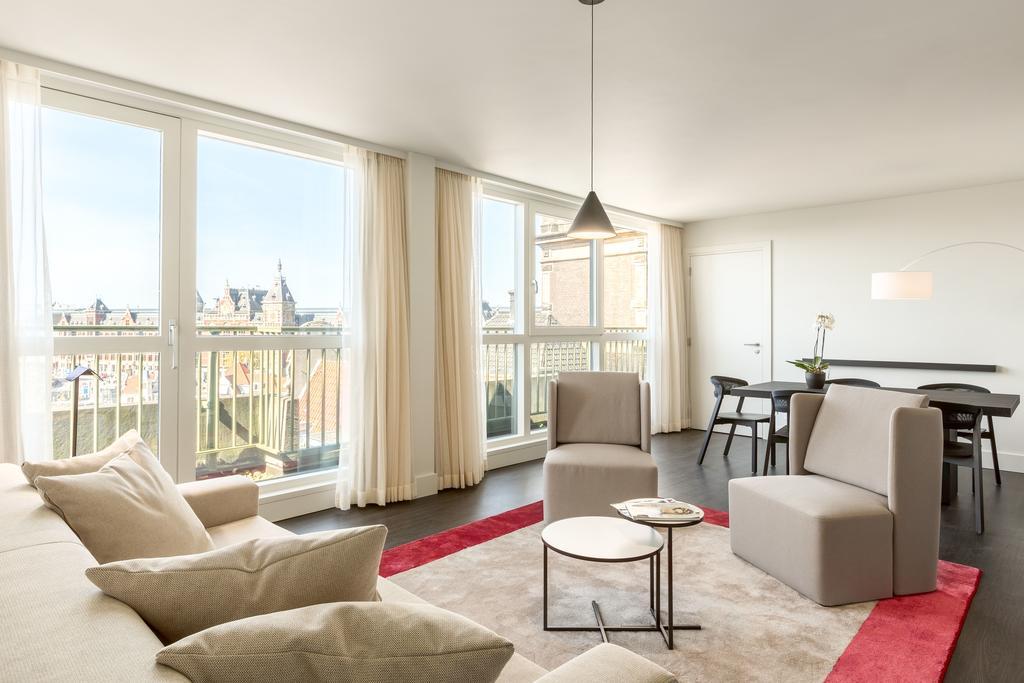 вид на Амстердам отель NH Barbizon Palace