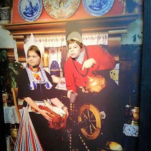 Волендам фото в национальных костюмах