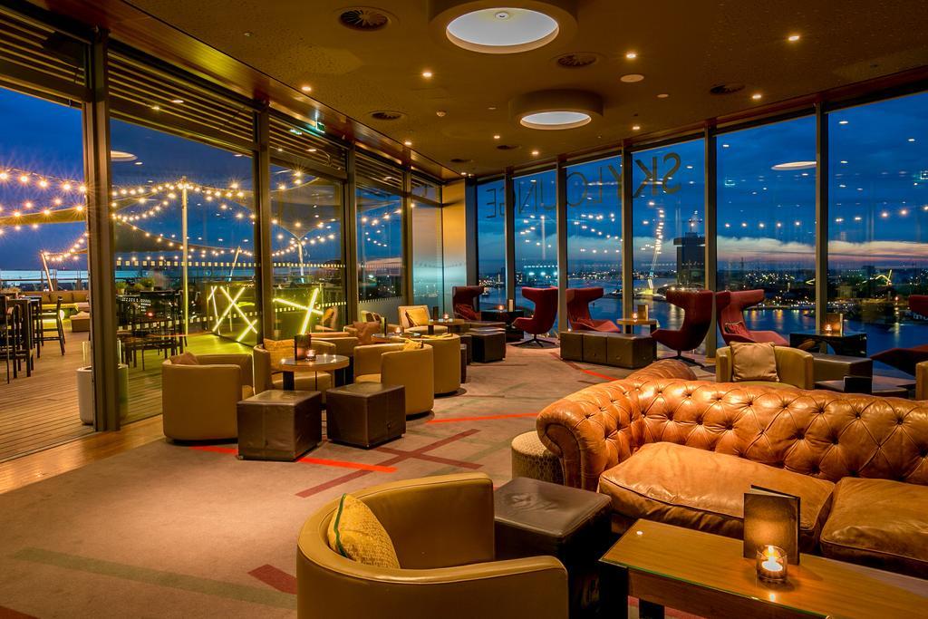 Sky Lounge отеля Double Tree by Hilton в Амстердаме