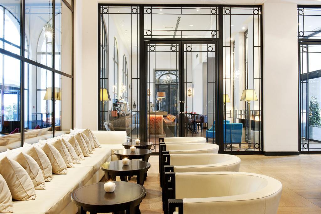 Отель Dominican Брюссель лобби