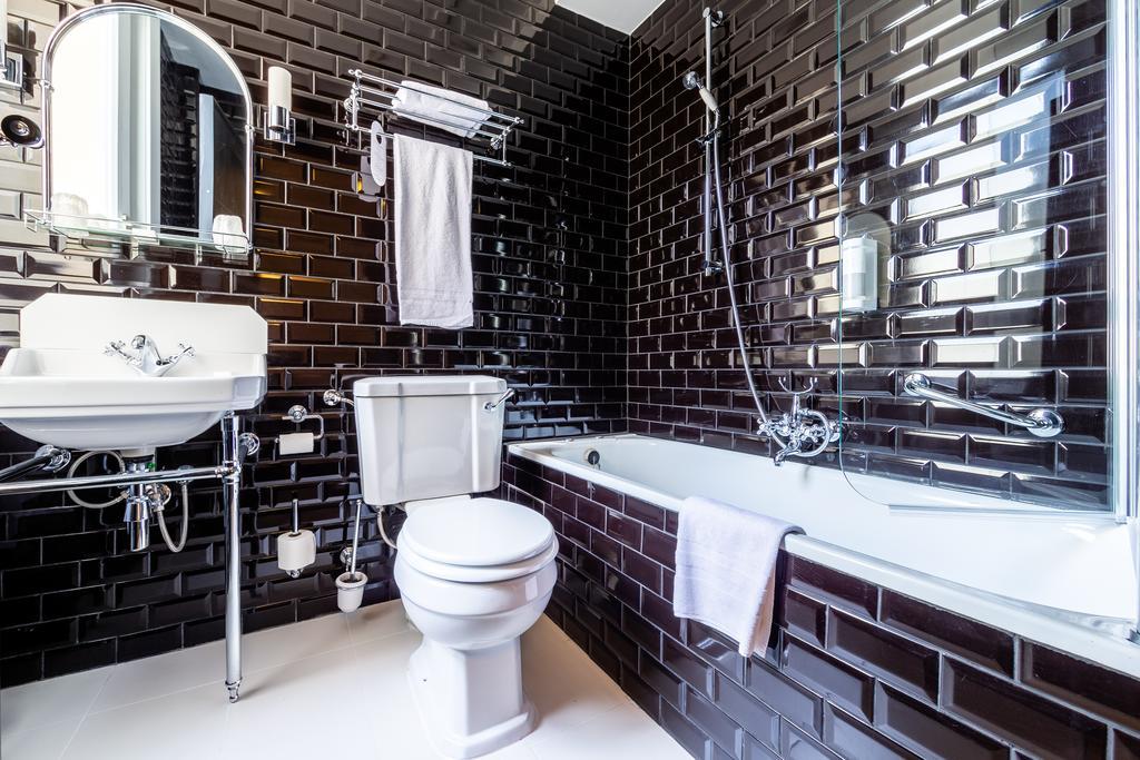 отель Брюссель Des Colonies ванна