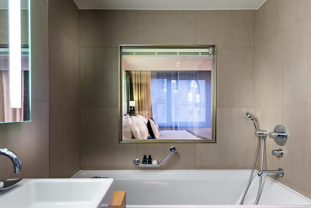 отель Sofitel Brussels Le Louise Брюссель ванная