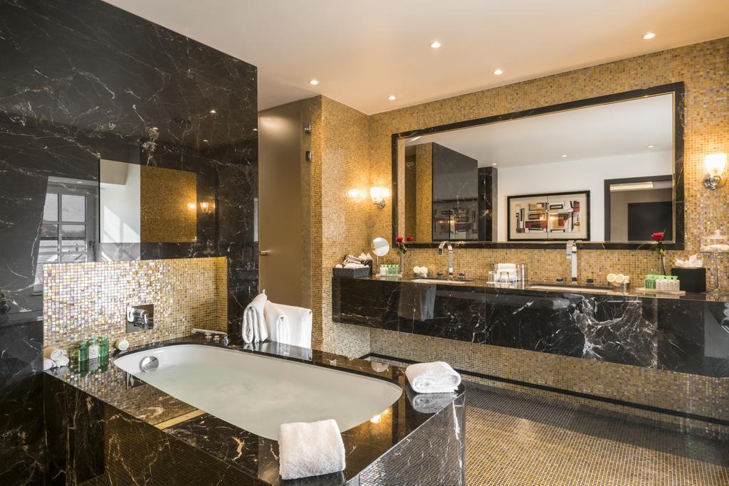 Отель Warwick Брюссель ванная
