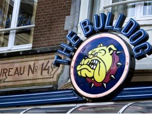 Кофешоп Bulldog в Амстердаме, старейшие кофешопы Амстердама